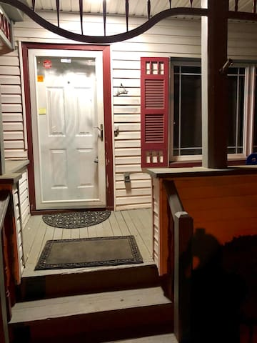 2BR house in Bloomfield 5 min walk to NYC trains