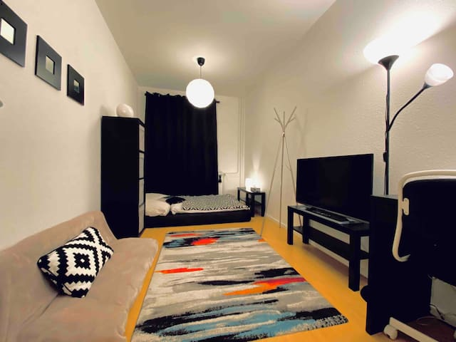 Cozy Private room! 30 min from alexanderplatz!