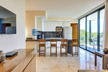 Anah Suites 2BD, large balcony and rooftop pool - Playa del Carmen