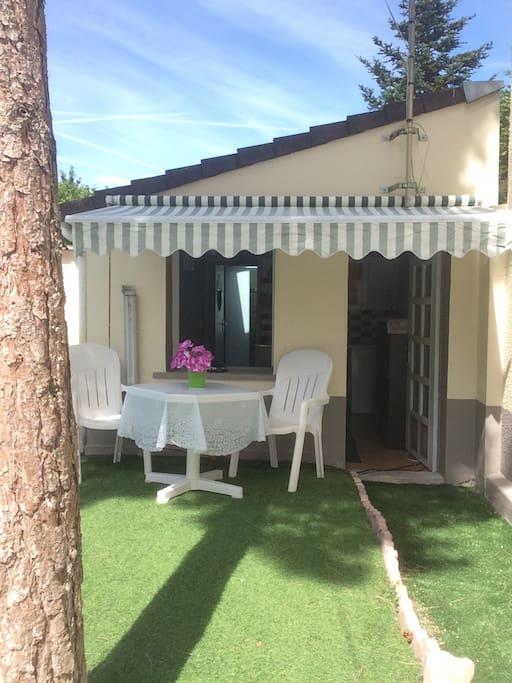 Maisonnette ind pendante avec petit jardin maisons - Location maison jardin ile de france colombes ...