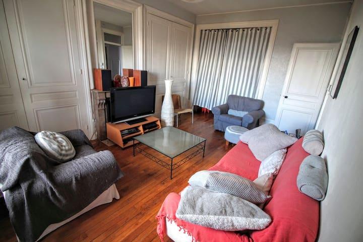 Lit simple alcôve salon T3 place Croix-Rousse - Lyon - Apartment