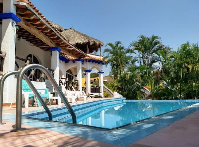 Beautiful Hideaway Villa by the Beach app2