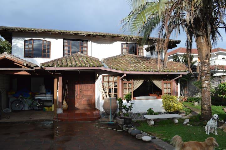 Hermosa Casa Campestre - Puembo - Hus