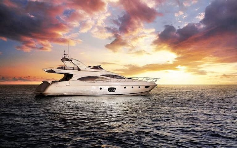 68 Azimut - Rent a Luxury Yachting Experience!