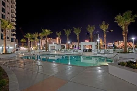Luxury High Rise Strip Condo on the 30+ Floor - Las Vegas