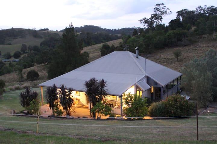 Dairy Farm Cottage. Peaceful 3-bed cottage 3 acres