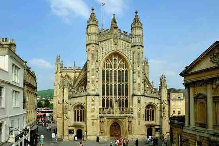 Bath Abbey - 20 miles