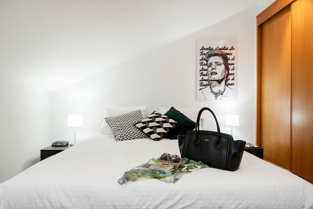 Quarto piso superior / Upstairs bedroom