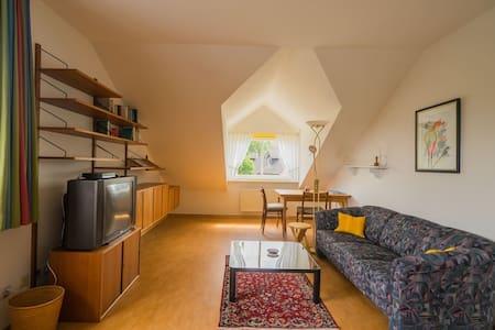 Ruhig im Grünen, mit HVV-Anbindung, großes Zimmer - Tostedt - Huis