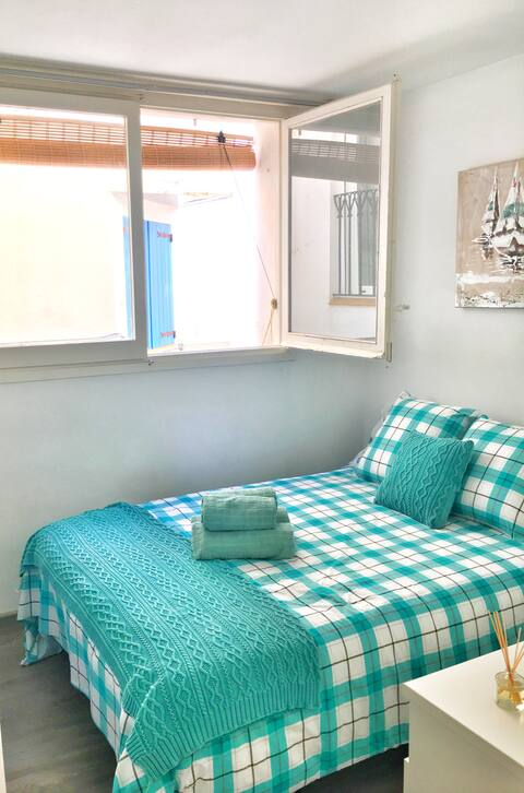Cozy cute apt in Sitges Port; 50 metres from water