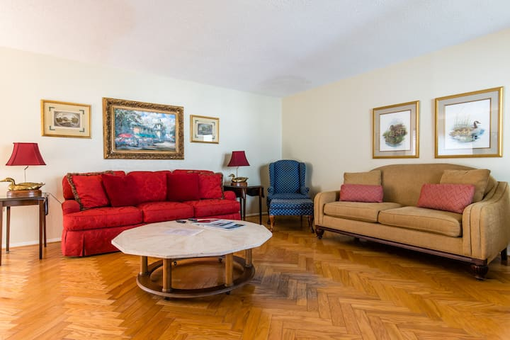 Classic Comfortable Condo with King Bed