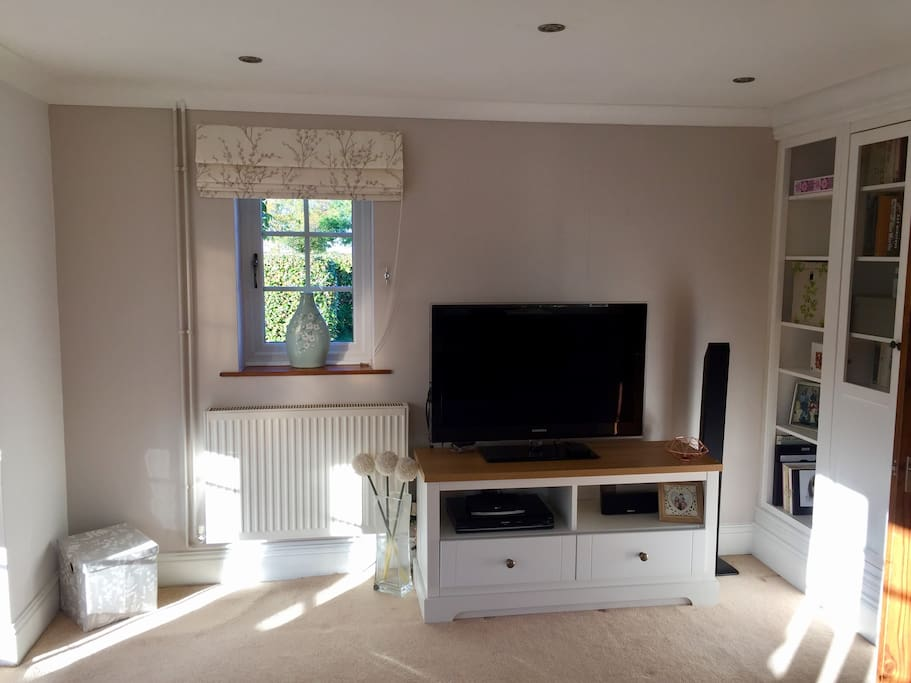 Lounge with reading corner and smart TV