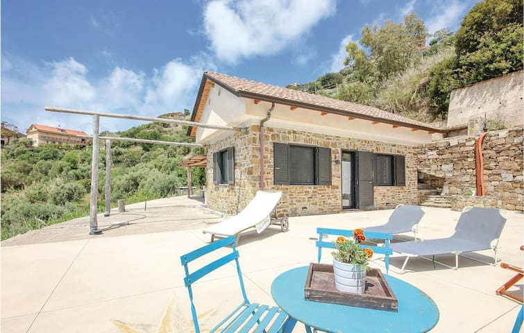 Holiday cottage with 2 bedrooms on 80m² in Castellabate