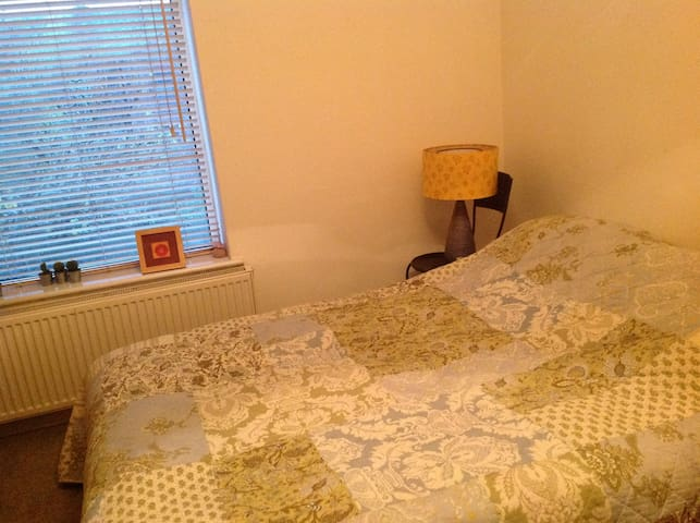 Large south Manchester family home - Manchester - Hus