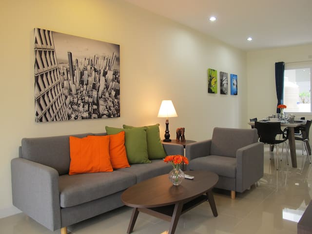 Fab Townhouse, Free Scooter, Free Airport Shuttle! - Mae Hia