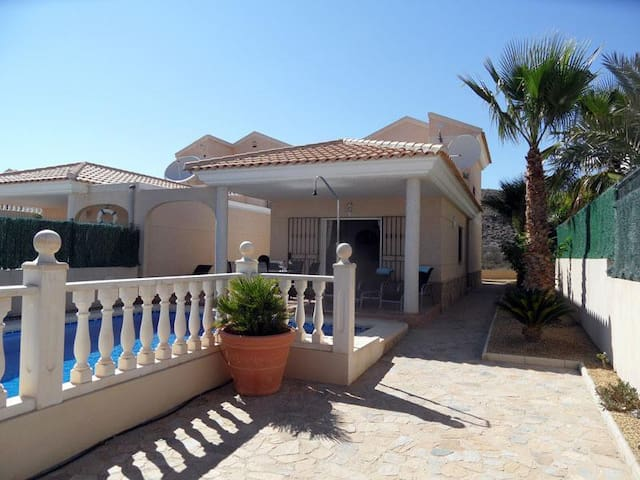 3 bed 2 bath villa with own Pool - Pulpí - Huvila
