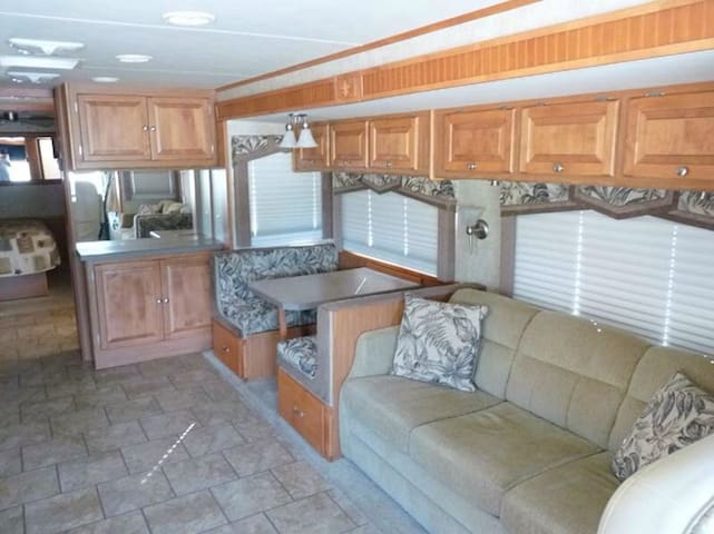 Privacy in an RV in Clear Lake City - Houston