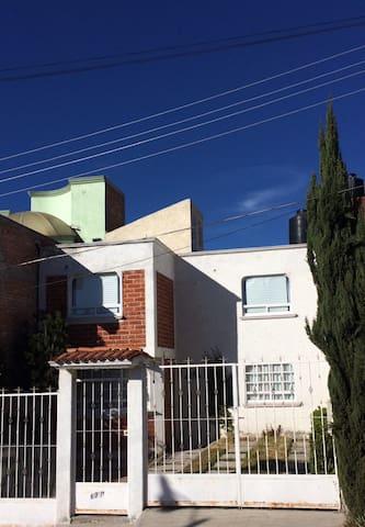 B&W Casa en Pachuca Room4