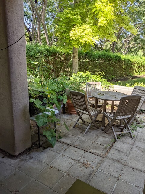 Secluded, comfortable condo w\ patio+fireplace
