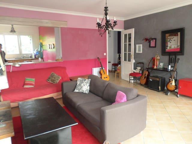 Une maison spacieuse et agréable - Maurepas - Hus