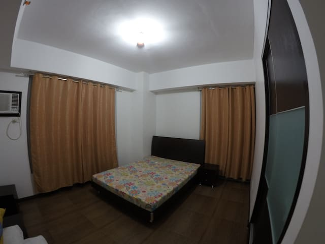 Sunshine 100, Pioneer, Mandaluyong - Manila - Wohnung