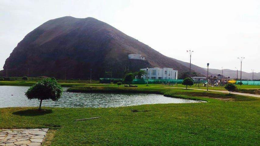 Casa de playa y campo en condominio club ecológico - Lima Region - House