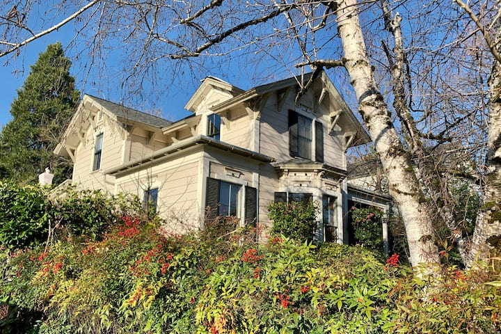 Historic Home Walking Distance to Downtown GV