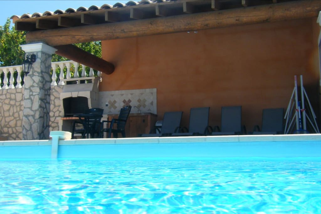 Villa piscine 6 pers pied ventoux houses for rent in for Translate piscine