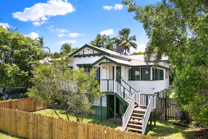 Mega-Home -Close to CBD -Perfect for Large Groups! - Parramatta Park - Dům