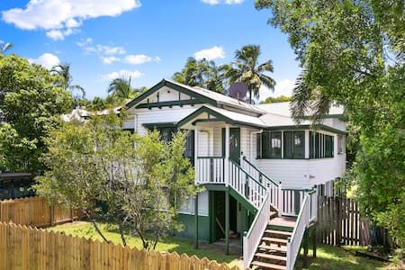 Mega-Home -Close to CBD -Perfect for Large Groups! - Parramatta Park - Huis