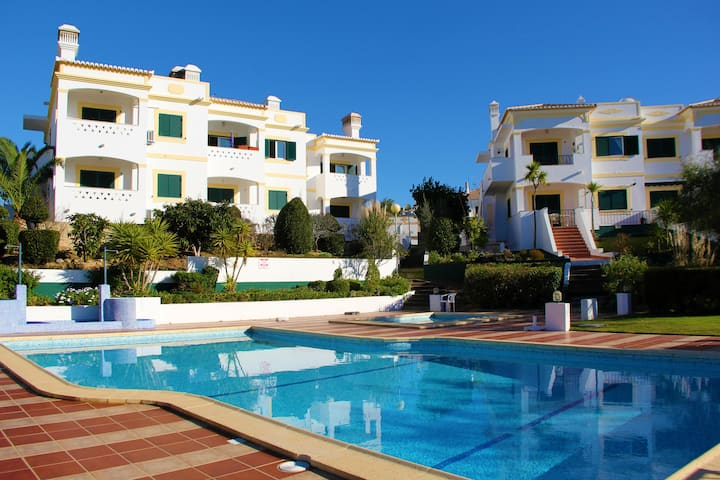 Casa Lara - 2 Bed Apt With Communal Pool & Views, 2km from Beach & Carvoeiro Centre