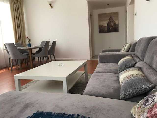 Bright 2 bedroom apartment in Adliya