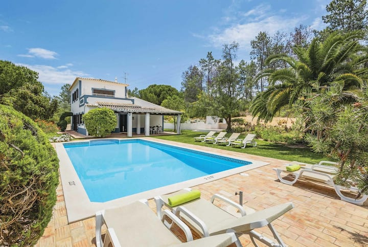 Spacious 4 bed vlla, 15 minutes from the beach