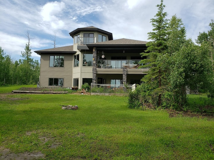 Serene Lake View Lodge Nestled in Nature 5 bdrm