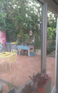 Jolie maison avec jardin - House