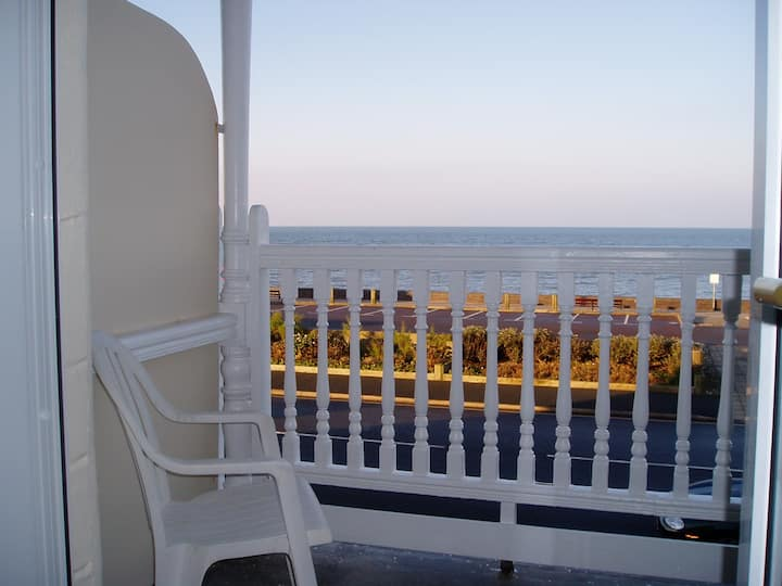 Tywyn beach front apartment with sea view