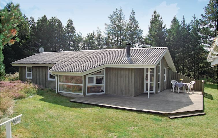 Holiday cottage with 3 bedrooms on 95 m² in Brovst