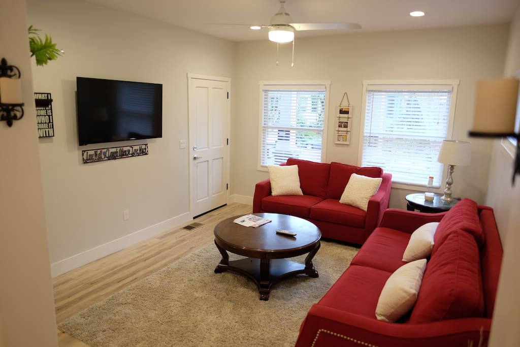 Huge Livingroom with Cable TV