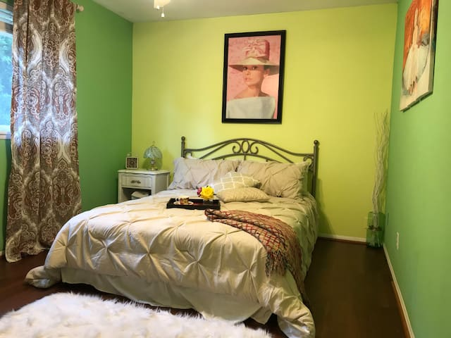 Private Room-Shared Bath-Near CSUN &Fashion Center