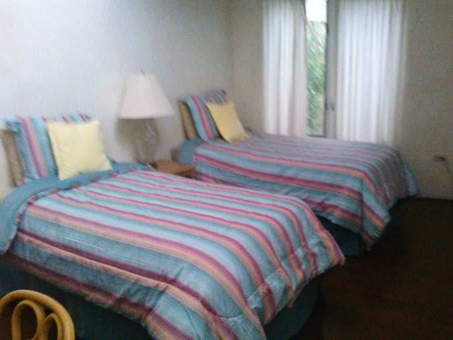 2 Twin beds in one bedroom