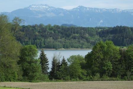 Ruhige FEWO mit Blick auf See und Alpen - Söchtenau - Huoneisto
