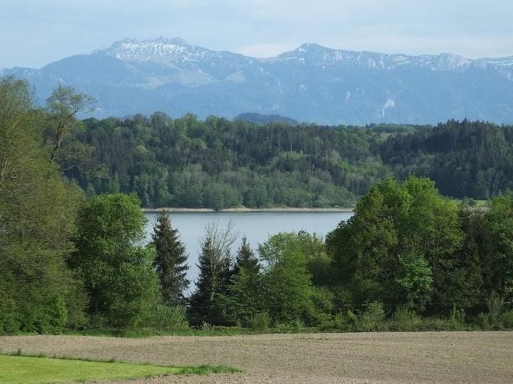 Ruhige FEWO mit Blick auf Simssee und Alpen