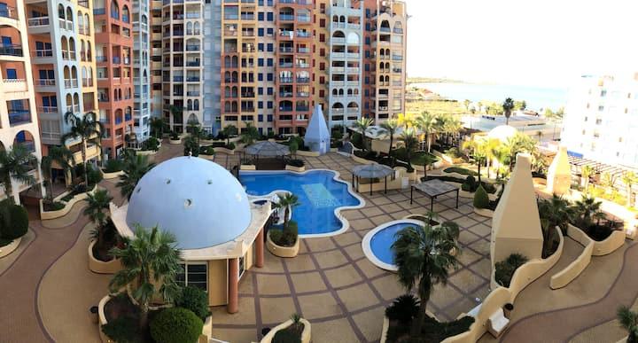 Vistas al mar, en excelente urbanización.