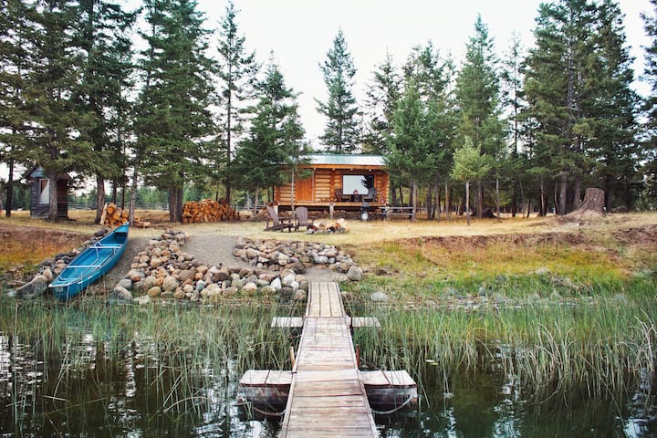 Beautiful log cabin on private lakefront
