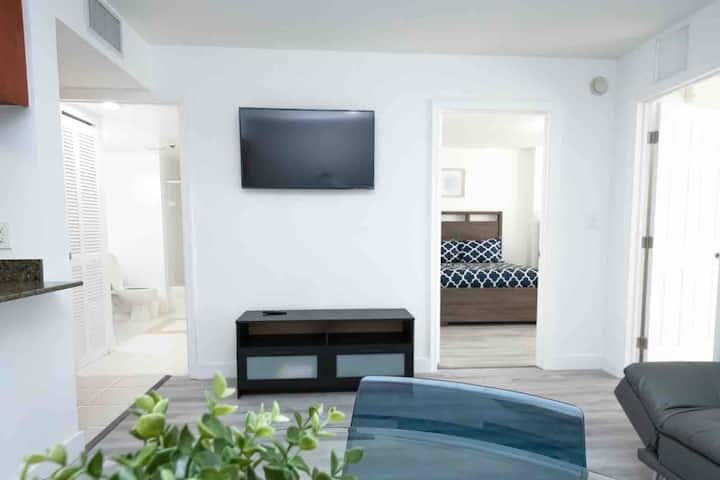 Gorgeous 2 bedroom heart of brickell free parking