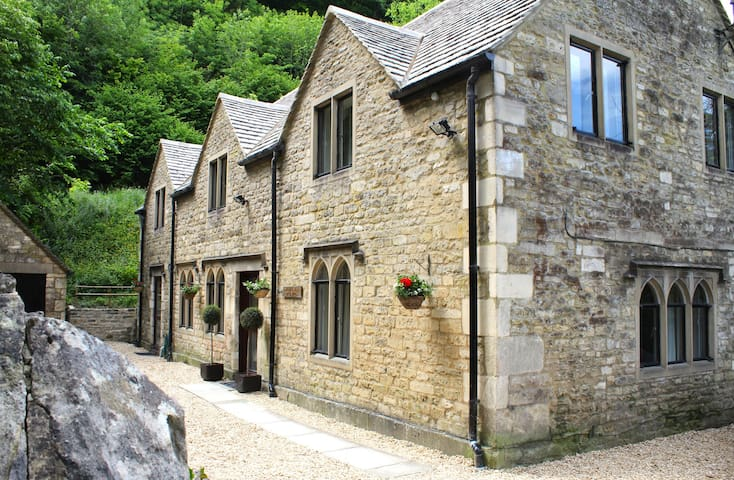 Sat Cotswolds Valleys Accommodation - Springfield Coach House - Exclusive use character four bedroom holiday cottage