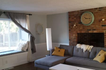 Comfy Room Great Bed- Walking distance to Intel - Hillsboro - Casa