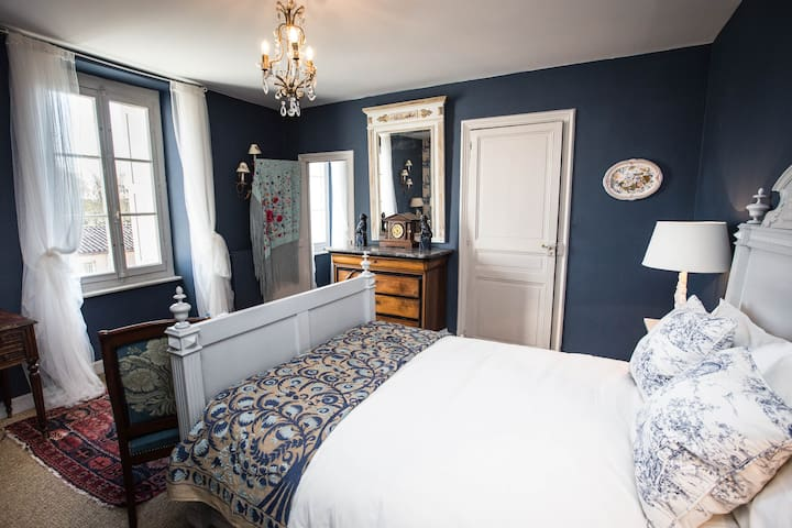 Carcassonne Bed and Breakfast - Blue room