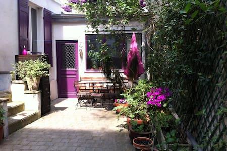 Chambre agréable dans une maison de charme - Saint-Denis