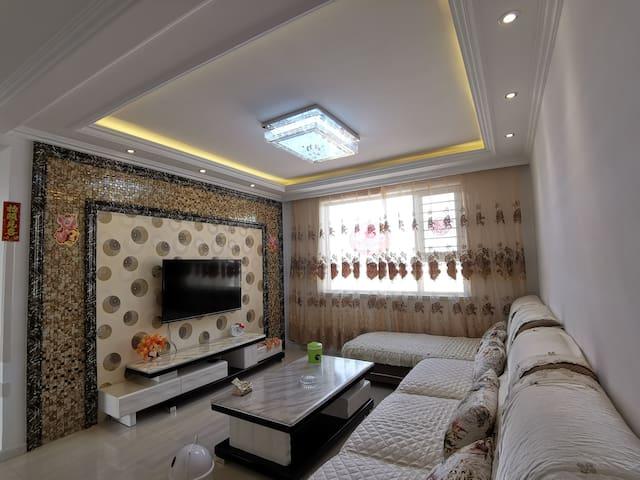 传统中国风  俯瞰大同景  宽敞舒适  交通便利  大床房  独立使用整个空间